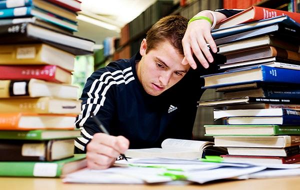 Ilustrasi takut gagal. Takut gagal yang berlebihan dapat menghambat pelajar melihat kesempatan yang lebih baik (KalderaNews/Ist)
