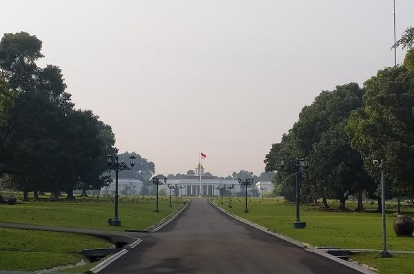 Keelokan Istana Bogor: Istana Bogor merupakan salah satu dari enam Istana Presiden Republik Indonesia yang mempunyai keunikan tersendiri dikarenakan aspek historis, kebudayaan, dan faunanya