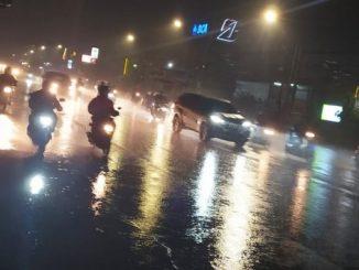 Jalanan saat musim hujan