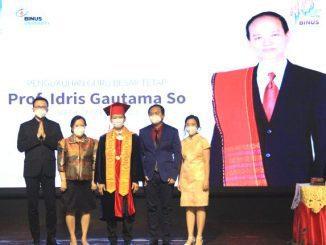 Prof. Idris Gautama So, S.Kom., S.E., M.M., MBA., Ph.D. saat dikukuhkan sebagai Guru Besar Tetap Universitas Bina Nusantara (Binus) bidang Manajemen. (KalderaNews.com/Dok.Binus)