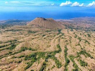 Kawasan Teluk Saleh, Pulau Moyo, dan Gunung Tambora (SAMOTA) resmi menjadi Cagar Biosfer di dunia oleh UNESCO pada 19 Juni tahun lalu di Perancis. Adanya kabar bahagia ini membuat peneliti dan akademisi Universitas Nasional tertarik untuk mengembangkan riset tentang pembangunan berkelanjutan di sekitar SAMOTA (KalderaNews/Ist)