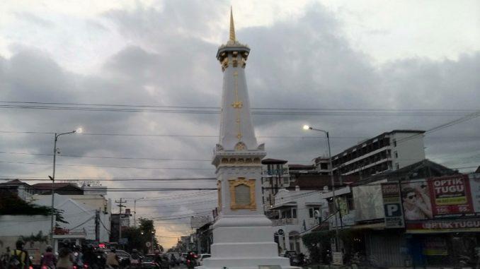 Tugu Yogyakarta (Tugu Ngayogyakarta) menjadi simbol atau lambang dari kota Yogyakarta