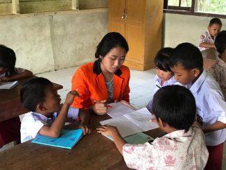 Mahasiswa Unika Atma Jaya mengikuti program pengabdian masyarakat di Kepulauan Mentawai. Kegiatan ini salah satu bentuk kepedulian Unika Atma Jaya bagi dunia kemajuan bangsa