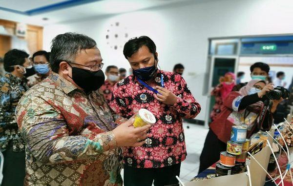 Menristek, Prof. Bambang Permadi Soemantri Brodjonegoro pada kunjungan kerja ke Gunung Kidul, Yogyakarta, Jumat (18/12) (KalderaNews/Dok. LIPI)