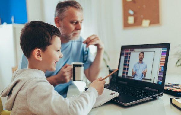 Ilustrasi siswa dan guru adaptasi dengan teknologi (KalderaNews/Ist)