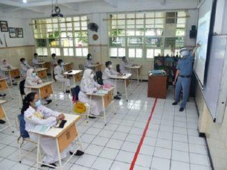 Simulasi belajar tatap muka di SMPN 1 Surabaya