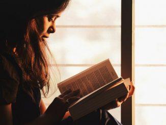 Ilustrasi Baca Buku untuk Mengisi Waktu (KalderaNews/Ist)
