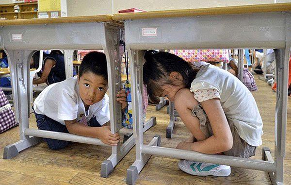 Ilustrasi: Bila terjadi gempa bumi, inilah yang harus dilakukan. (KalderaNews.com/Ist.)