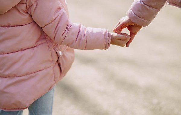 Ilustrasi tumbuhkan empati pada anak (KalderaNews/Ist)