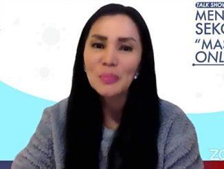 """Novita Tandry, psikolog anak dan remaja berbicara dalam talkshow bertajuk """"Mengapa Sekolah Masih Online"""". (KalderaNews.com/y.prayogo)"""