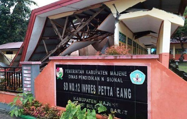 Sekolah yang rusak akibat gempa