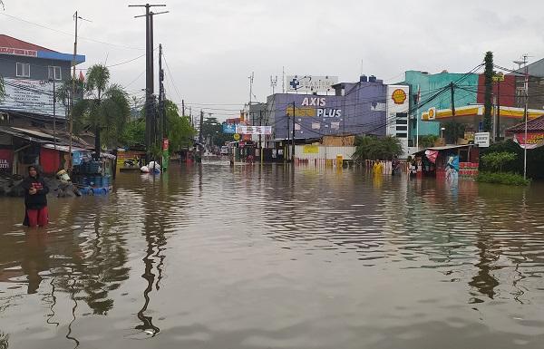 Hujan yang terus mengguyur Kota Bekasi 19-20 Februari 2021, sebagaimana telah diprediksi BMKG dan LAPAN menyebabkan banjir di sejumlah titik, seperti Perumahan Jatibening, Taman Permata Cikunir, Kompleks AL, Kompleks PAM dan lain-lainnya. Bahkan ketinggian banjir di Perumahan Jatibening Permai Kota Bekasi, Jawa Barat, mencapai perut orang dewasa. Akses Gerbang Tol Jatibening juga sempat terendam banjir