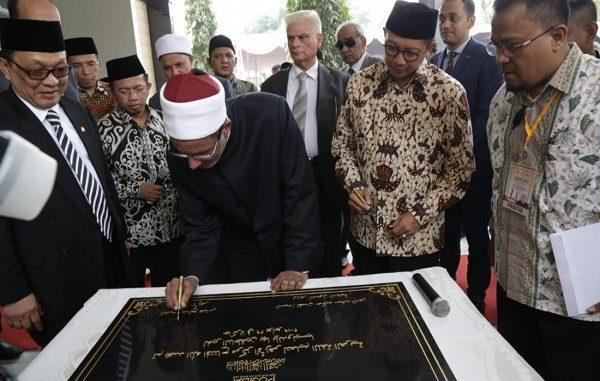 Peresmian Pusat Studi Islam dan Bahasa Arab (PUSIBA) Al Azhar di Indonesia, di Universitas Islam Assyafiiyyah, Jatiwaringin, Bekasi (