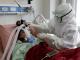 Ilustrasi perawat dengan pasien covid-19 (KalderaNews.com/Reuters)