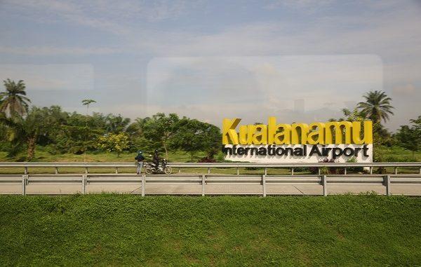 """Bandar Udara Internasional Kualanamu atau sering salah eja sebagai """"Kuala Namu"""" dan disingkat secara tidak resmi KNIA adalah sebuah Bandar Udara Internasional yang di Kabupaten Deli Serdang, 23 km arah timur dari pusat Kota Medan"""