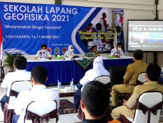 Kegiatan Sekolah Lapang Geofisika untuk menyiapkan masyarakat siaga bencana. (KalderaNews.com/Dok. BMKG)