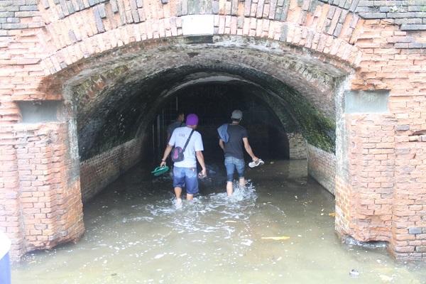 Terowongan di Benteng Pendem yang terletak di bagian tenggara Kota Cilacap, ujung Timur Pantai Teluk Penyu di wilayah Kelurahan Cilacap, Jawa Tengah