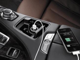 Ilustrasi Pengisian Baterai Ponsel di Mobil (KalderaNews.com/Ist)