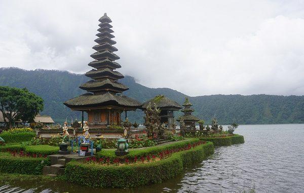 Pura Ulun Danu Beratan di tepi Danau Bedugul Tabanan, Bali