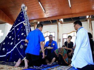 Tradisi bersujud di depan patung Tuan Ma mengawali prosesi Jumat Agung di Larantuka