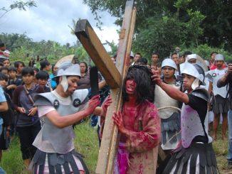 Prosesi drama penyaliban Yesus Kristus saat Jumat Agung di lereng Gunung Merapi, Dusun Ponggol, Sleman, Yogyakarta pada 2010 silam