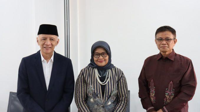 Hendro Martowardojo (Ketua Umum Yayasan Wakaf Paramadina) Dr. Dra. Prima Naomi, M.T. (Pejabat Rektor sebelumnya) Prof. Didik J. Rachbini, M.Sc., Ph.D. (Rektor Universitas Paramadina 2021-2025)