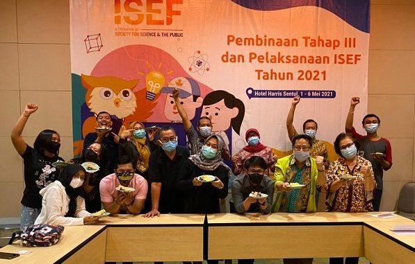 Peneliti muda Indonesia yang masih duduk di bangku Sekolah Menengah Atas (SMA) di ajang kompetisi penelitian bergengsi tingkat dunia Regeneron International Science and Engineering Fair (ISEF) 2021