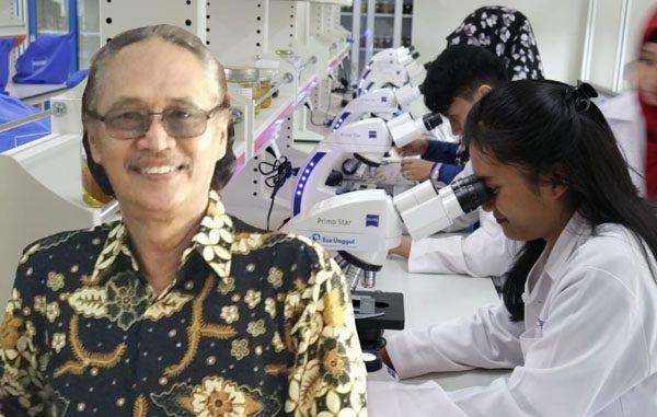 Ahli Mikrobiologi sekaligus Dosen Fakultas Ilmu Kesehatan (FIKES) Universitas Esa Unggul, Prof. Dr. Maksum Radji M. Biomed. (KalderaNews.com/Dok. UEU)