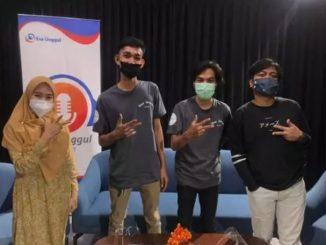 Beberapa mahasiswa Universitas Esa Unggul yang terlibat dalam pembuatan konten podcast. (KalderaNews.com/Dok. Universitas Esa Unggul)