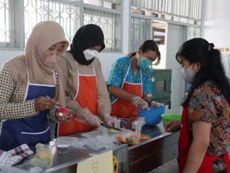 SMKN 4 Surakarta mengadakan pelatihan pengolahan kudapan sehat berbasis pangan lokal