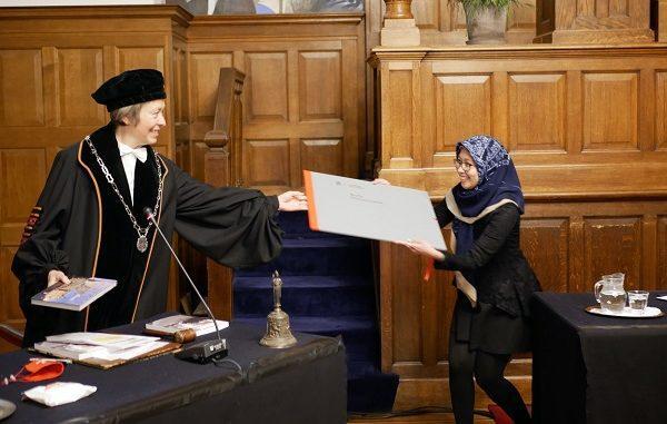 Isti Hidayati menerima Wierenga-Rengerink Prize dari University of Groningen pada Kamis, 1 Juli 2021