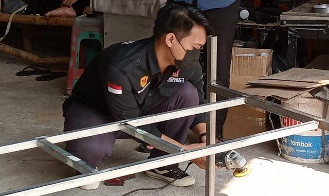 Mahasiswa UMY sedang mengerjakan pembuatan Mesin Grimiss. (KalderaNews.com/Dok.UMY)