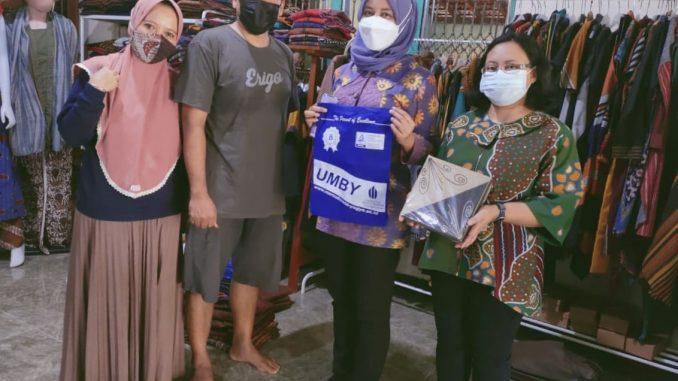 Mahasiswa Universitas Mercu Buana Yogyakarta Mendampingi Pengrajin Lurik