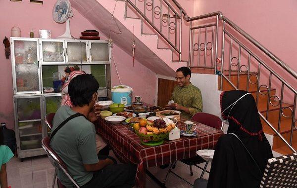 Nadiem Anwar Makarim bermalam di rumah seorang calon Guru Penggerak angkatan ketiga, Khoiry Nuria Widyaningrum (Ibu Nuri), Senin, 13 September 2021