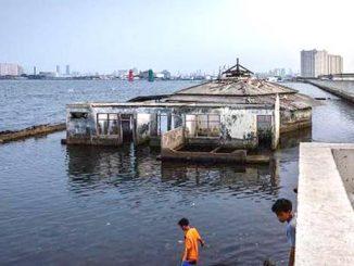 Ilustrasi: Bangunan masjid di daerah Jakarta Utara yang terendam air laut. (KalderaNews.com/Ist.)