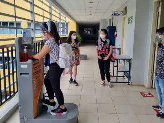 Peserta didik jenjang SD perdana dilakukan di SPK PENABUR Kelapa Gading (PENABUR International Kelapa Gading) mengikuti Pembelajaran Tatap Muka Terbatas (PTMT) perdana pada Jumat, 8 Oktober 2021